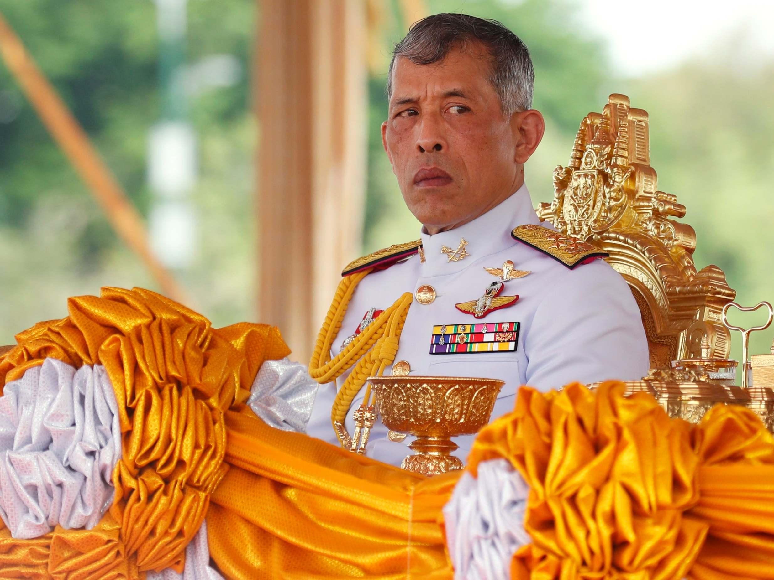 El rey de Tailandia se aísla del virus en un hotel en los Alpes con un harén de 20 mujeres [ING]