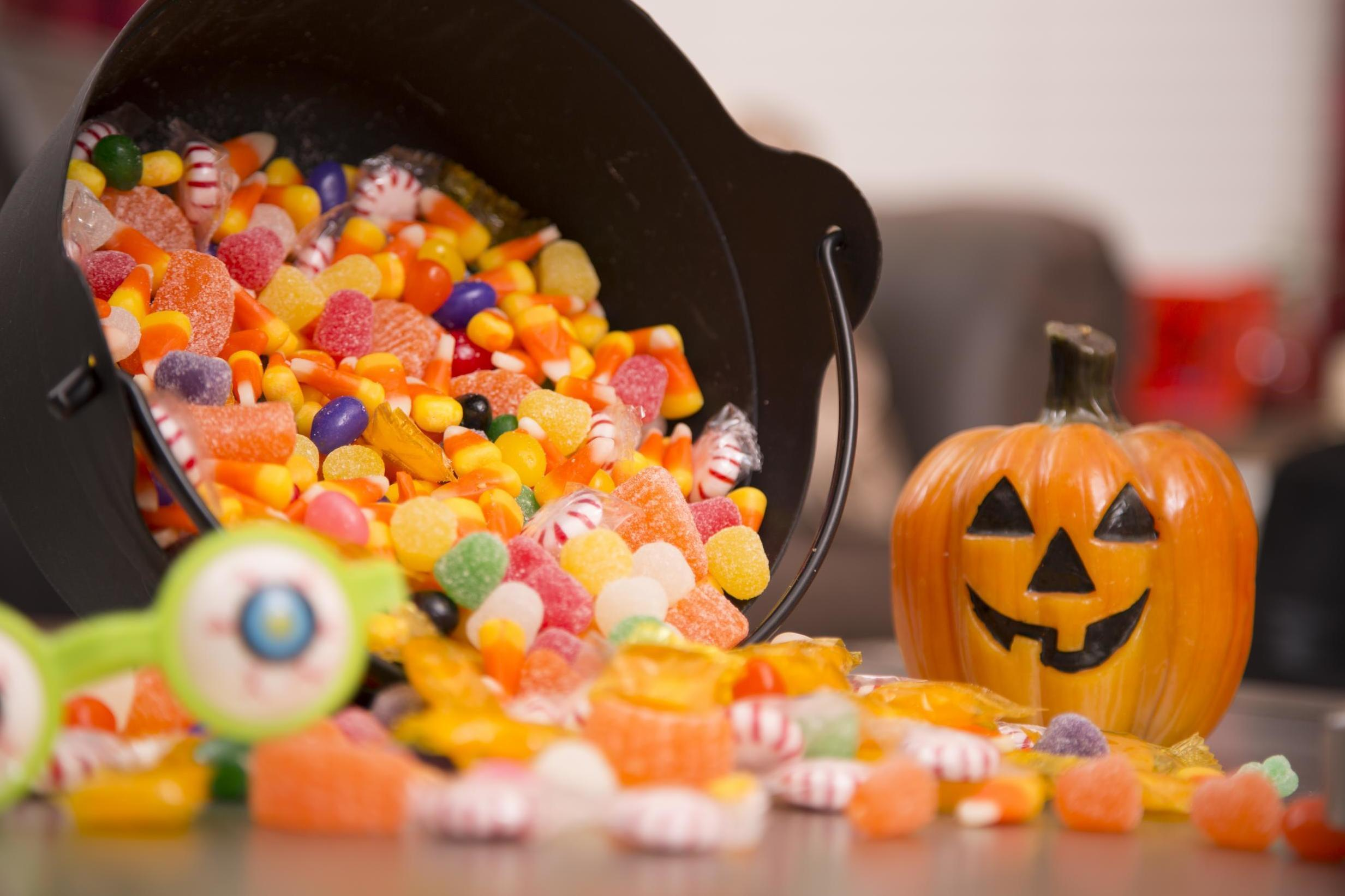Why you should eat your Halloween candy all at once, according to dentists 1