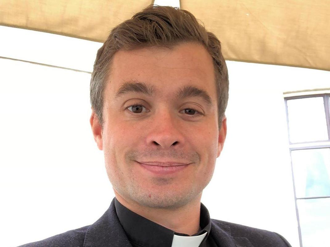 Vicar with 100,000 Instagram followers says 'fans' send nude selfies inspired by Fleabag's 'hot priest'