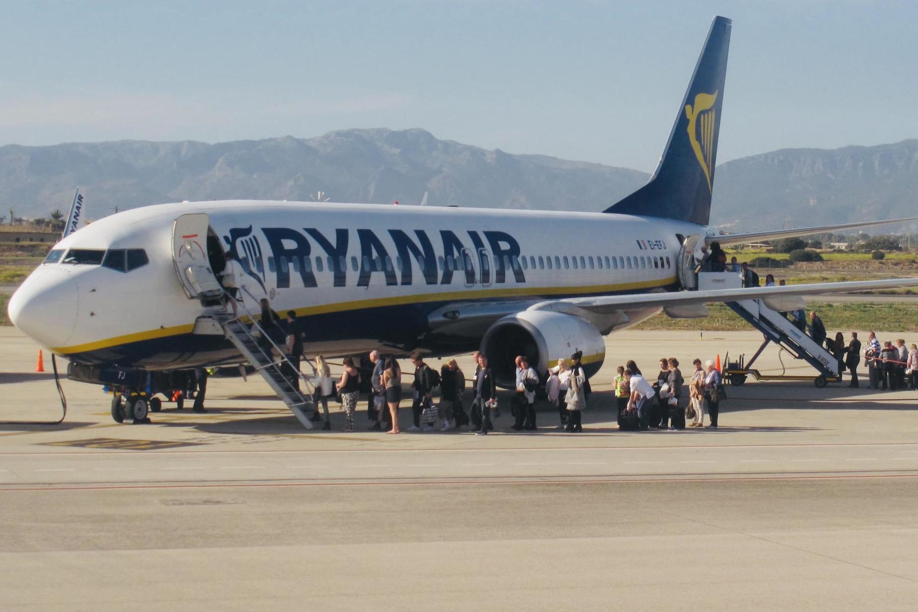 Ryanair ordered to scrap 'abusive' hand luggage policy