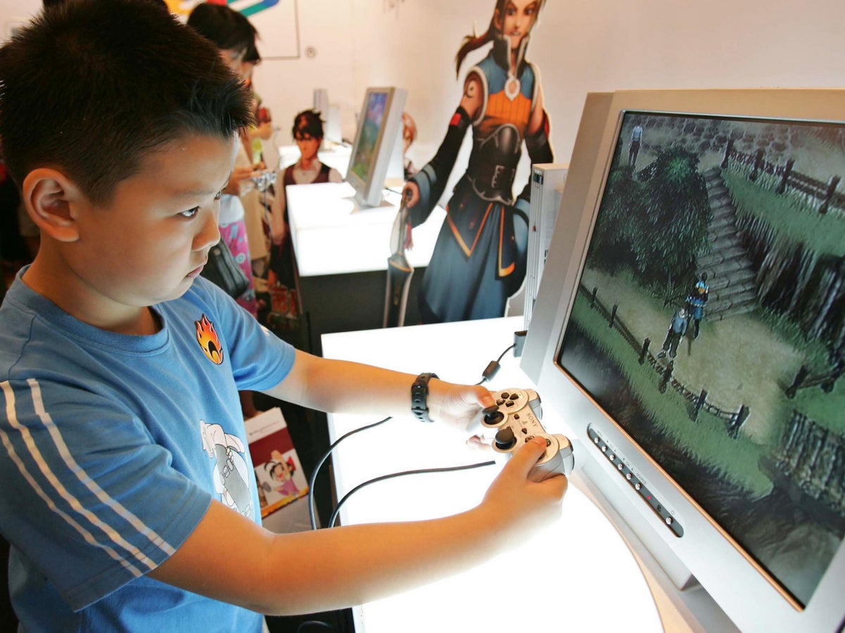 Can I Play Fortnite In China China Bans Children Playing Video Games For More Than 90 Minutes A Day Or At Night The Independent The Independent