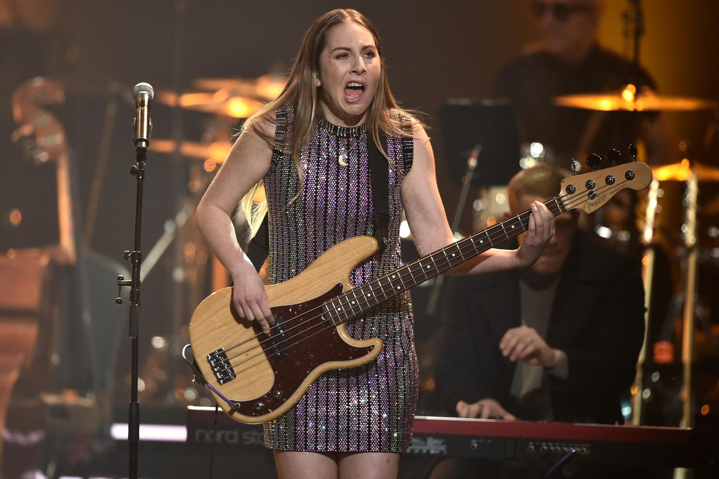 Este Haim calls out sexist bass face memes: 'A veiled way of saying you're ugly'