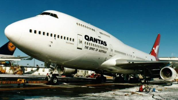 Qantas to launch London-Sydney test flight despite new sustainability pledge