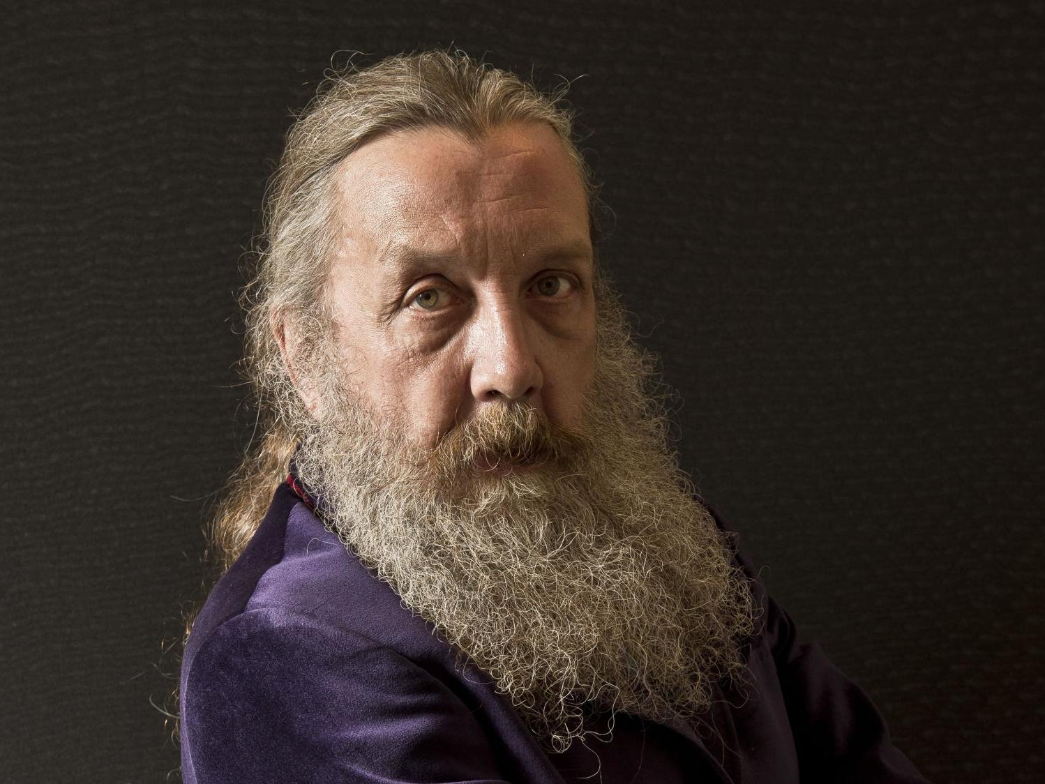 Self-proclaimed anarchist Alan Moore announces he'll vote in an election for first time in 40 years
