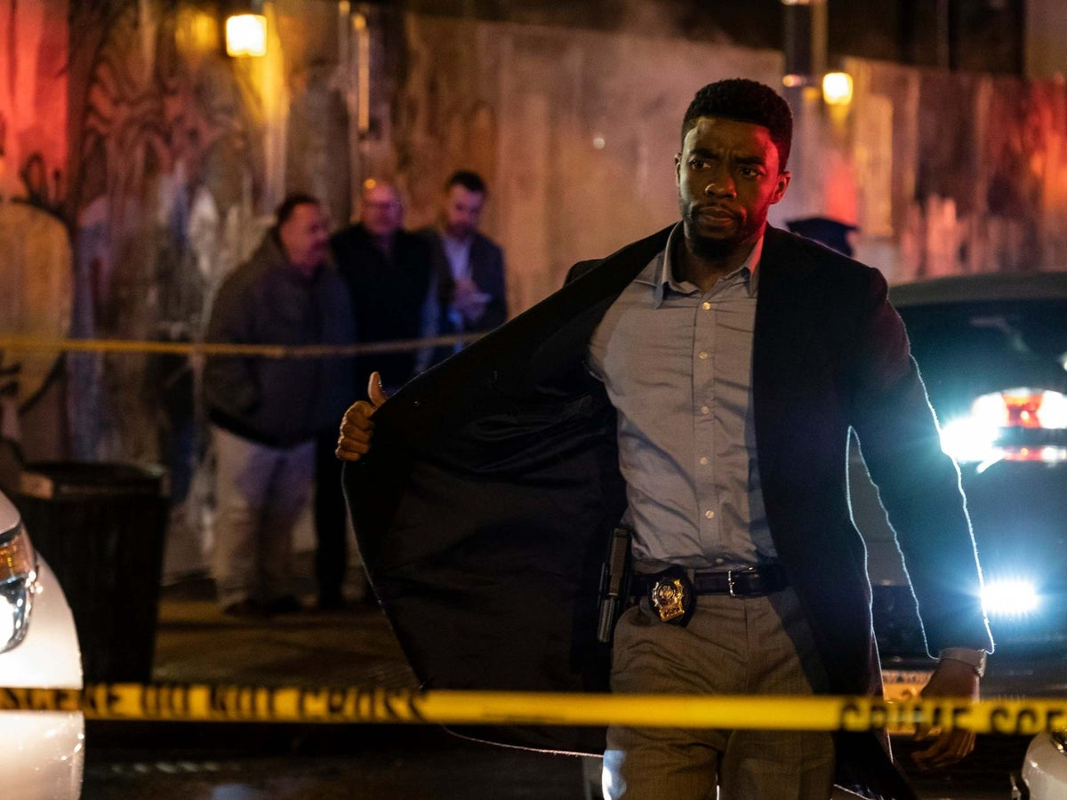 21 Bridges Review Handles Themes Of Police Violence With The Delicacy Of A Monster Truck The Independent The Independent