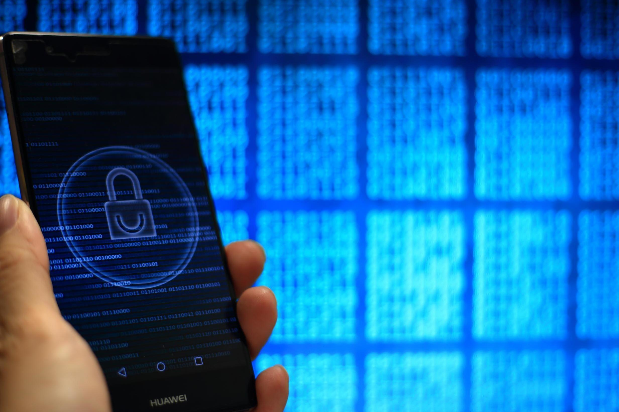 Google flaw allowed hackers access to Android phones through camera