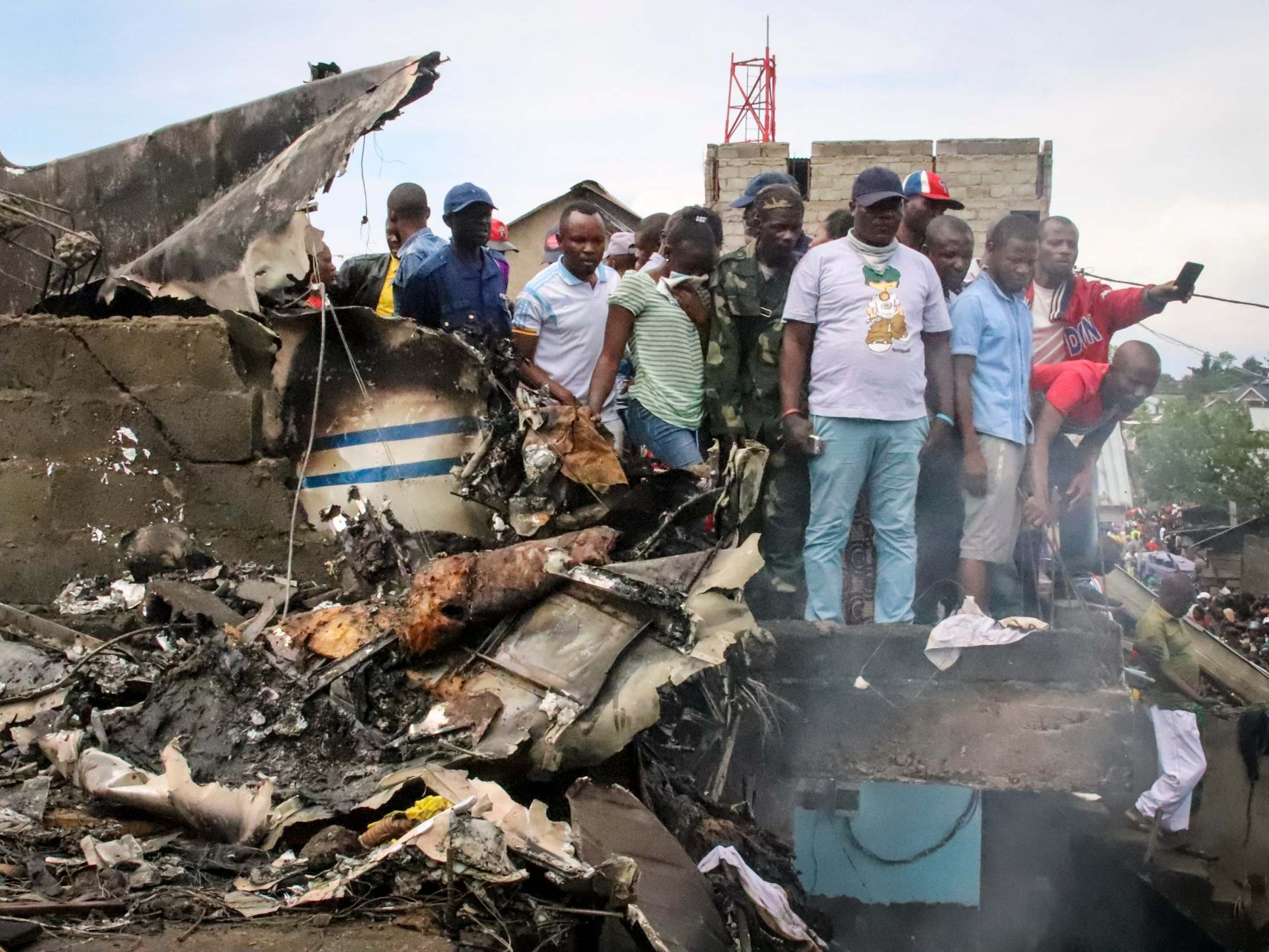 At Least 27 Killed As Plane Crashes Into Busy City In Congo The Independent The Independent