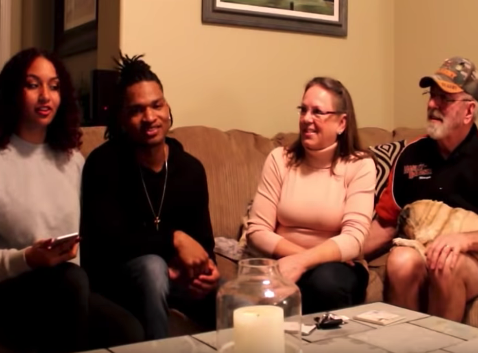 Strangers who met through accidental text to spend fourth Thanksgiving together