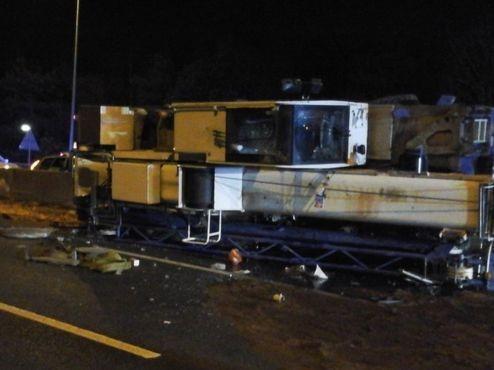 M25 delays: Crane overturns on motorway, causing huge tailbacks