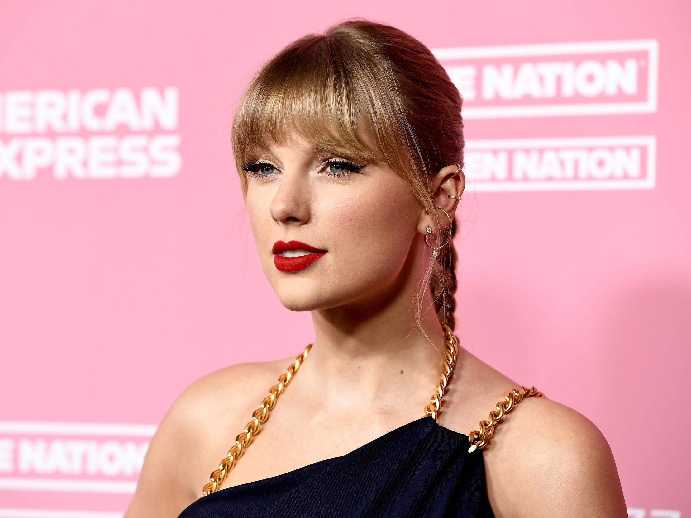 Taylor Swift Shares Photos From 30th Birthday Party Attended By Gigi Hadid Ryan Reynolds And Jonathan Van Ness The Independent The Independent
