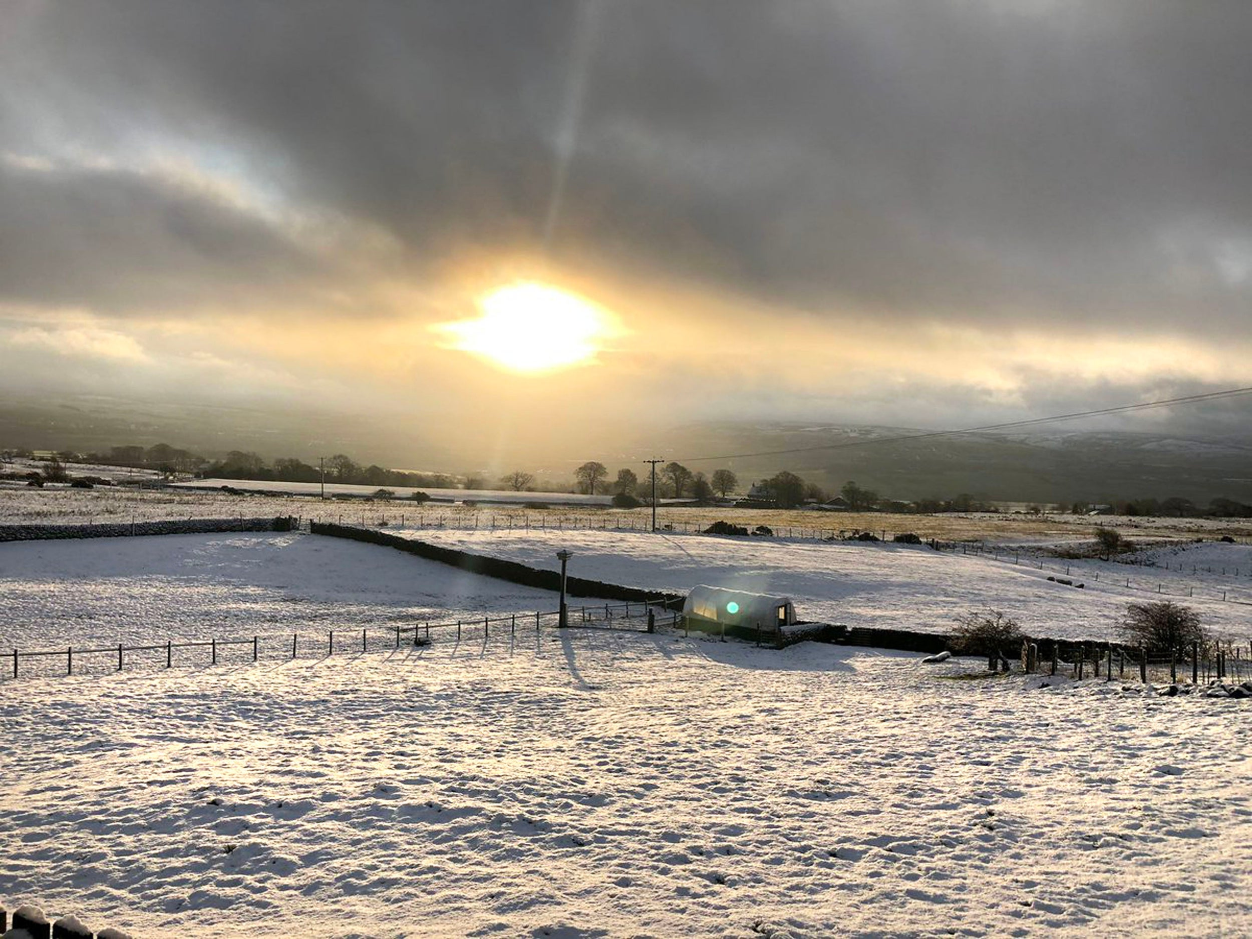 UK weather: Snow and sleet hit country as temperatures plummet