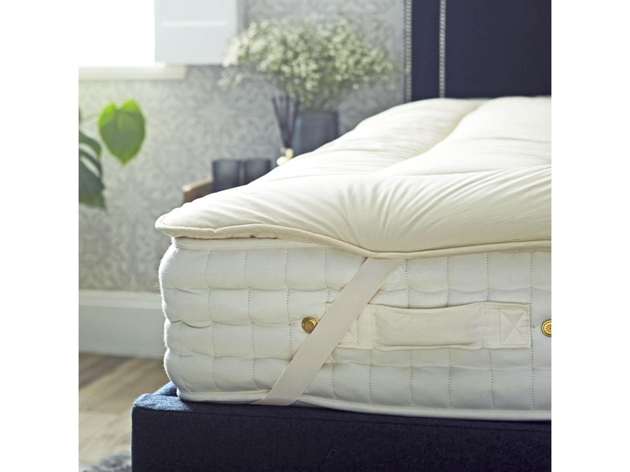 "Hollowfibre Quilted Mattress Topper for 4/'6/"" x 7/'3/"" bed"