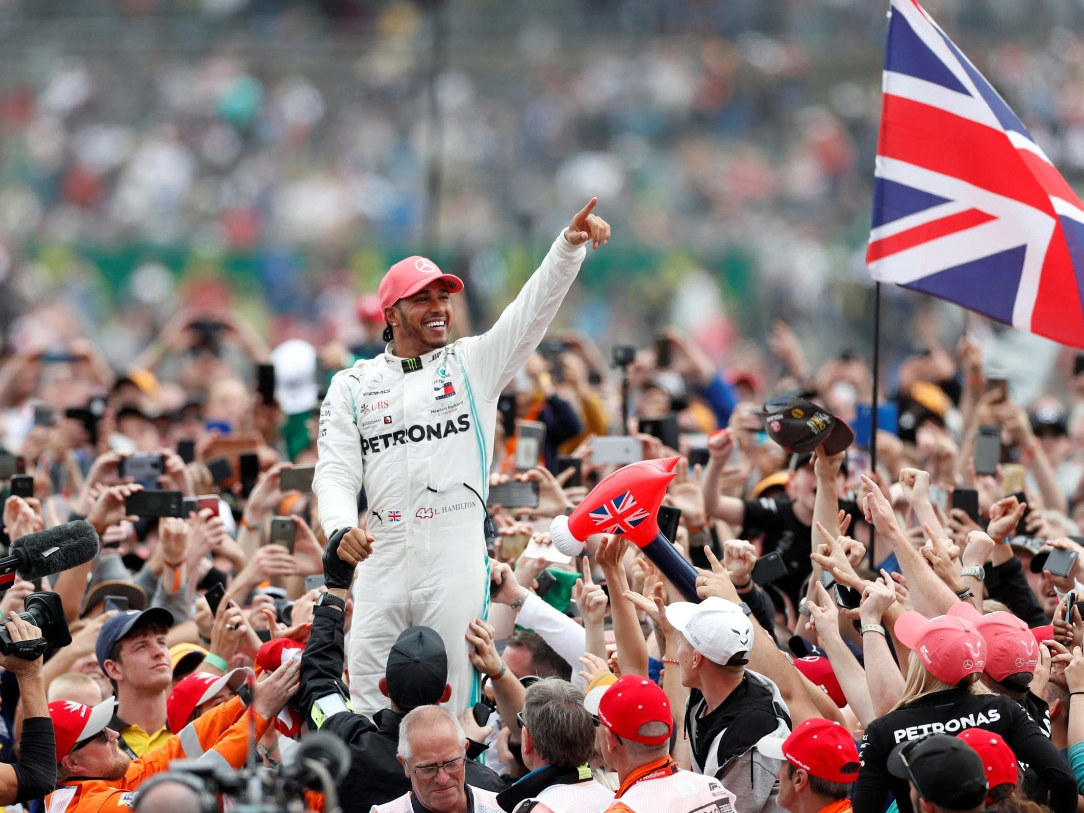 Lewis Hamilton omitted from New Year's Honours list again despite winning sixth F1 world championship