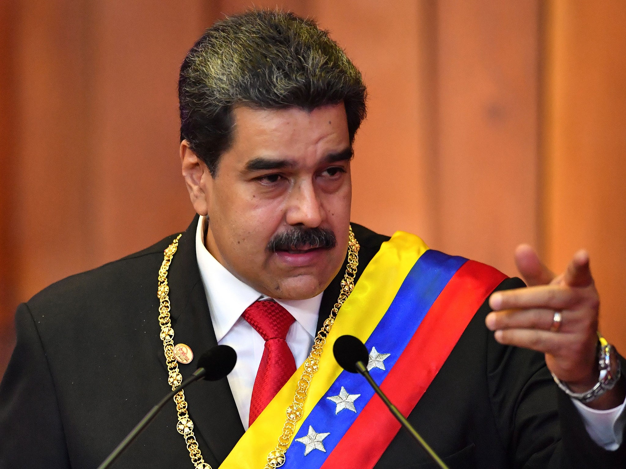 Donald Trump says US would send an army, not two mercenaries, to overthrow Venezuela's Maduro