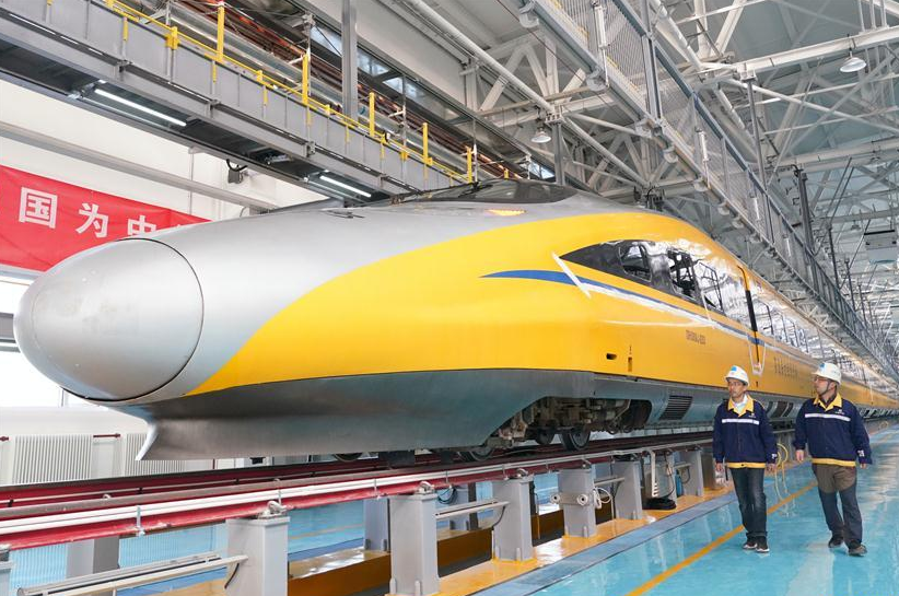 Driverless bullet train speeds across China at 350kph