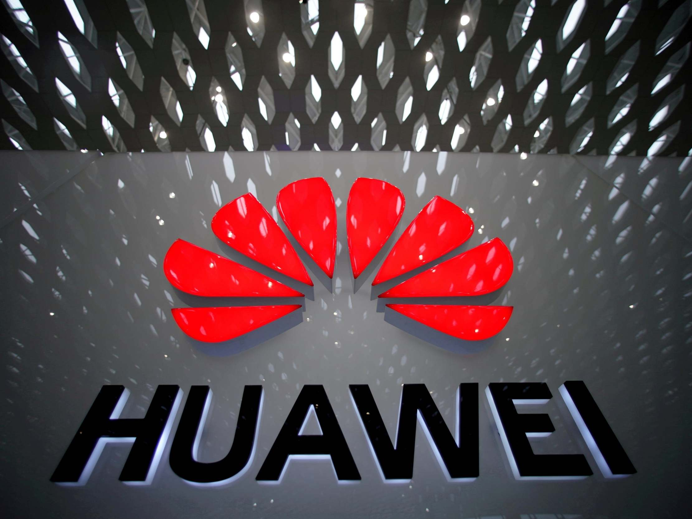 Huawei: Chinese tech giant to be involved UK 5G network, government hints