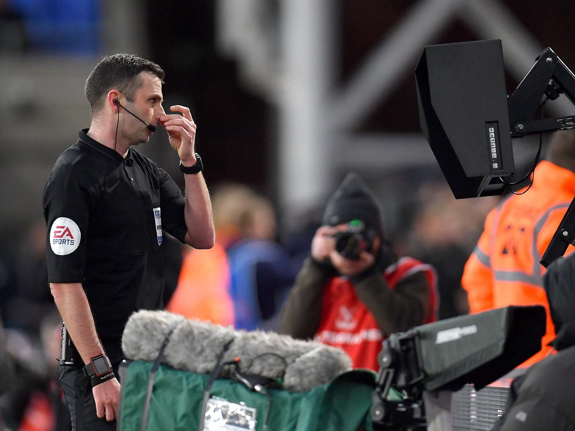 Premier League referees told to use pitchside VAR monitors for red cards
