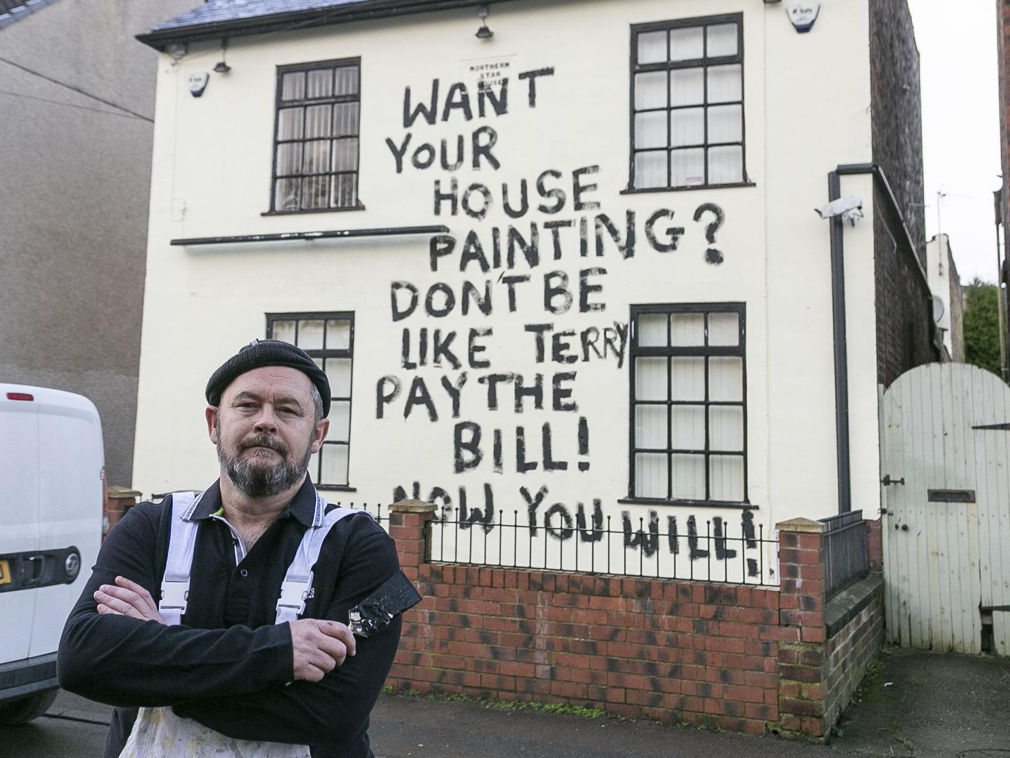 'Don't be like Terry, pay the bill!' Disgruntled painter daubs messa…