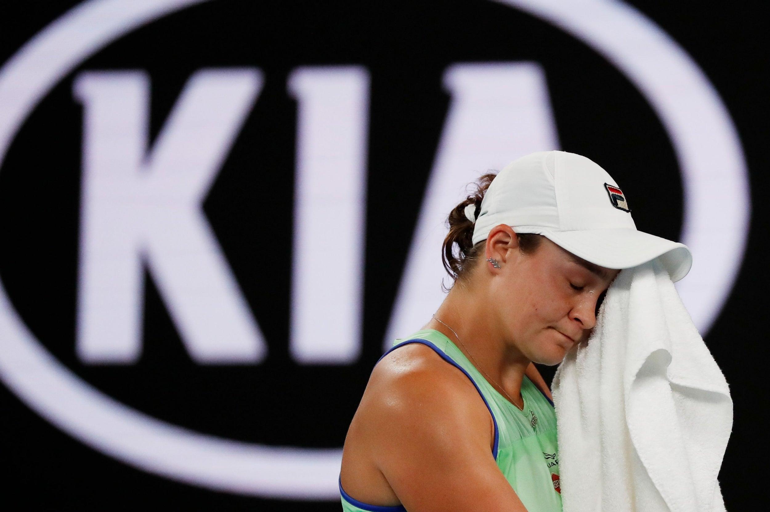 Australian Open 2020 Novak Djokovic Stutters But Progresses