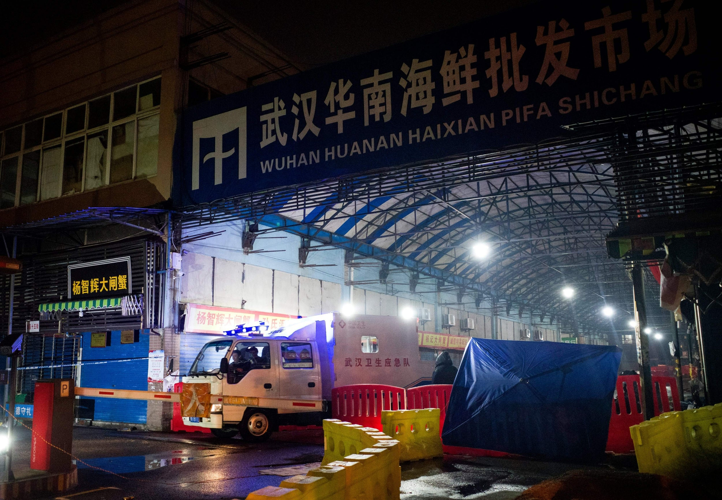 Wuhan Hygiene Emergency Response Team leave the closed Huanan Seafood Wholesale Market