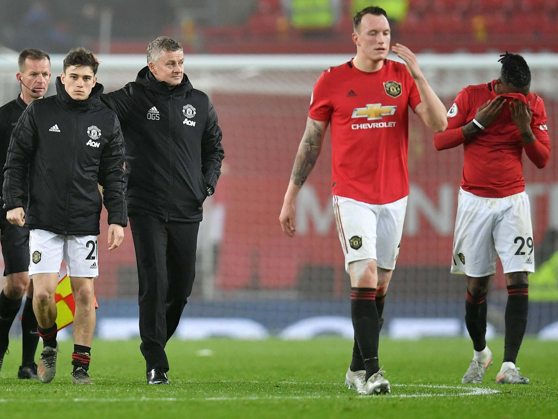 Manchester United: Rio Ferdinand calls latest defeat 'an embarrassment'
