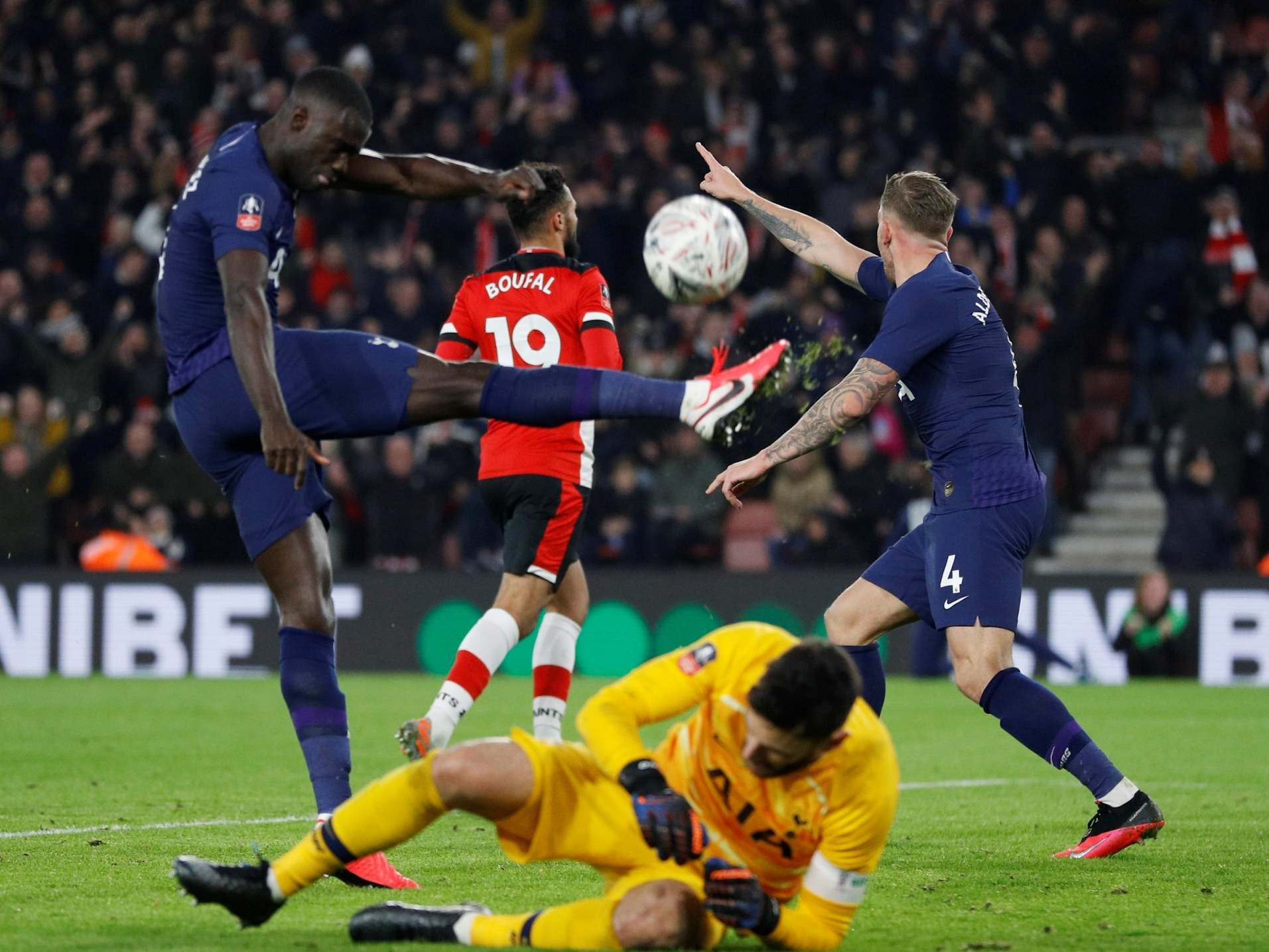 FA Cup fourth round round-up: Sofiane Boufal denies Spurs as West Brom heap misery on West Ham