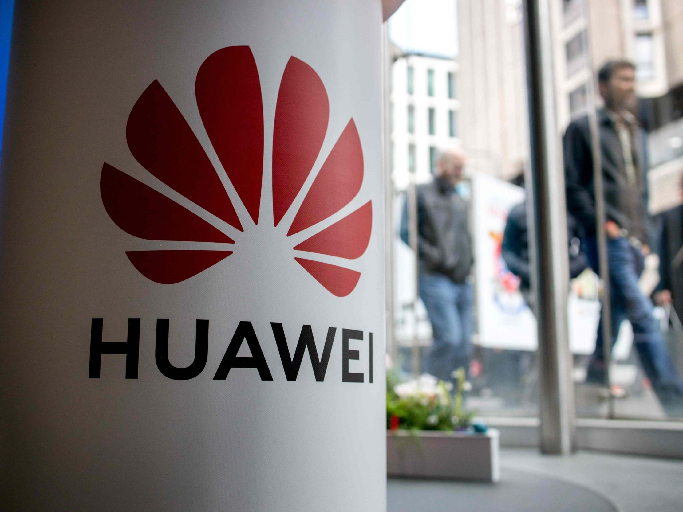 US cuts off semiconductor shipments to Huawei, China vows to retaliate thumbnail