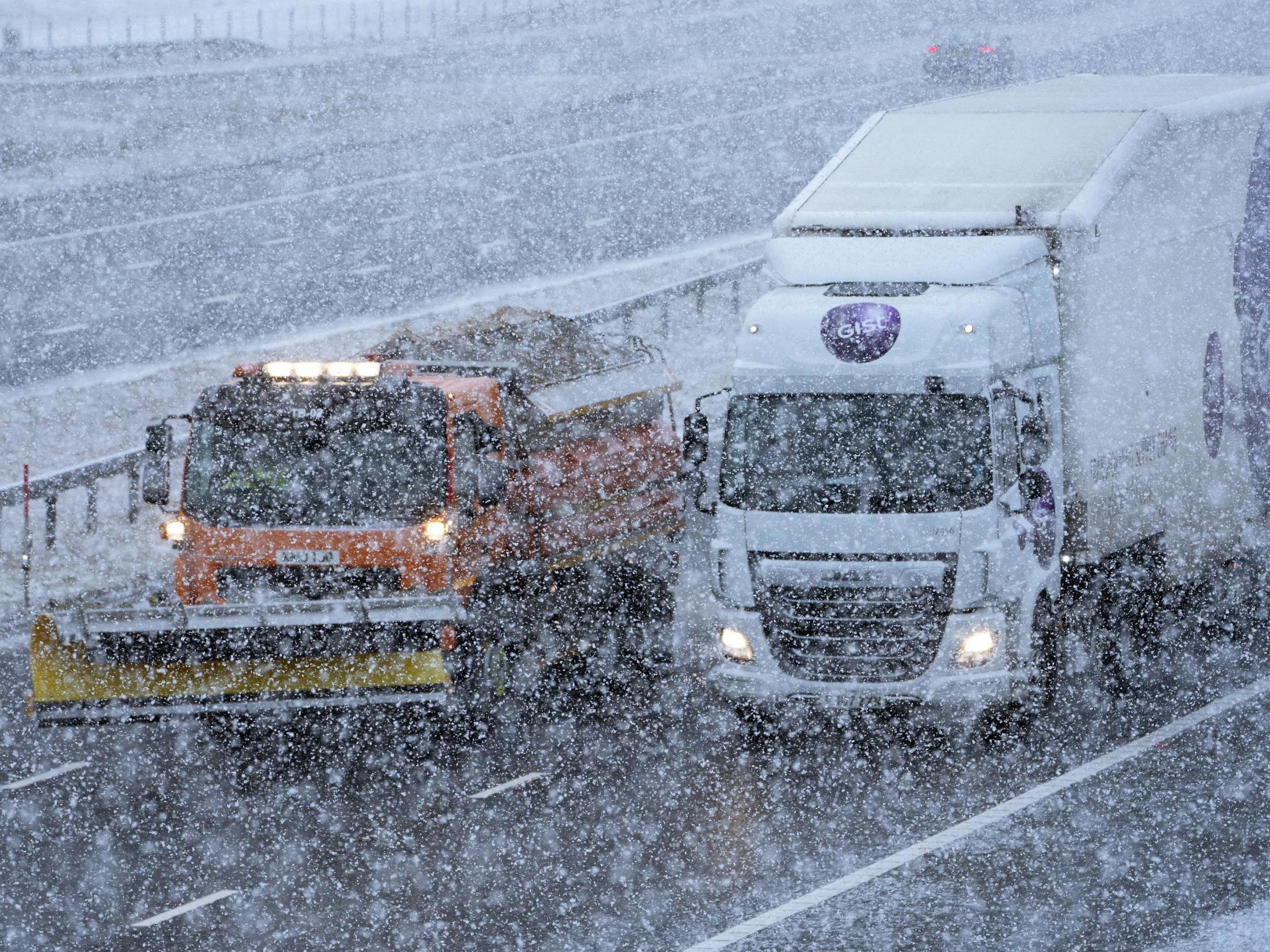 UK weather forecast – live: Snow and ice cause four-hour travel delays as temperatures plunge below freezing
