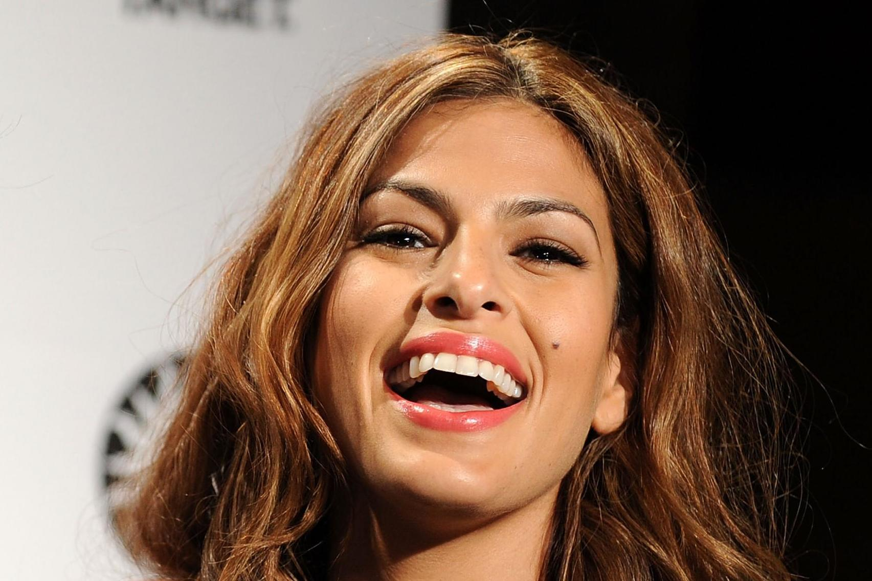 Eva Mendes schooled a troll who slammed her for 'getting old'
