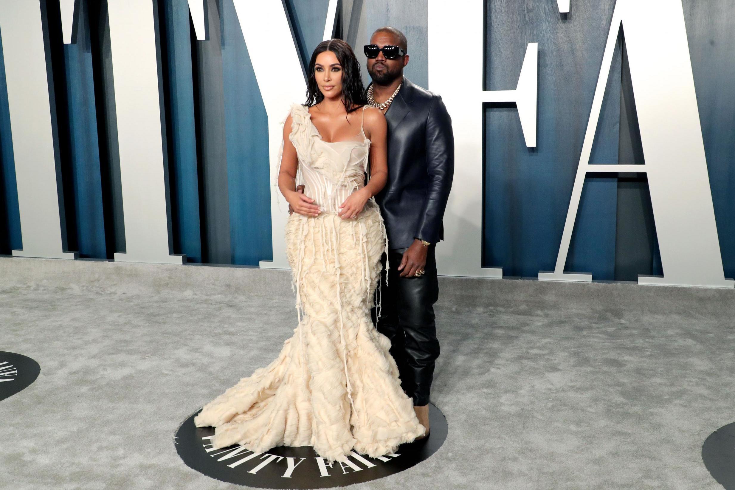 Oscars 2020 Kim Kardashian West Wears Vintage Mcqueen Oyster