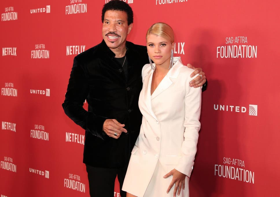 pic of lionel richie wife
