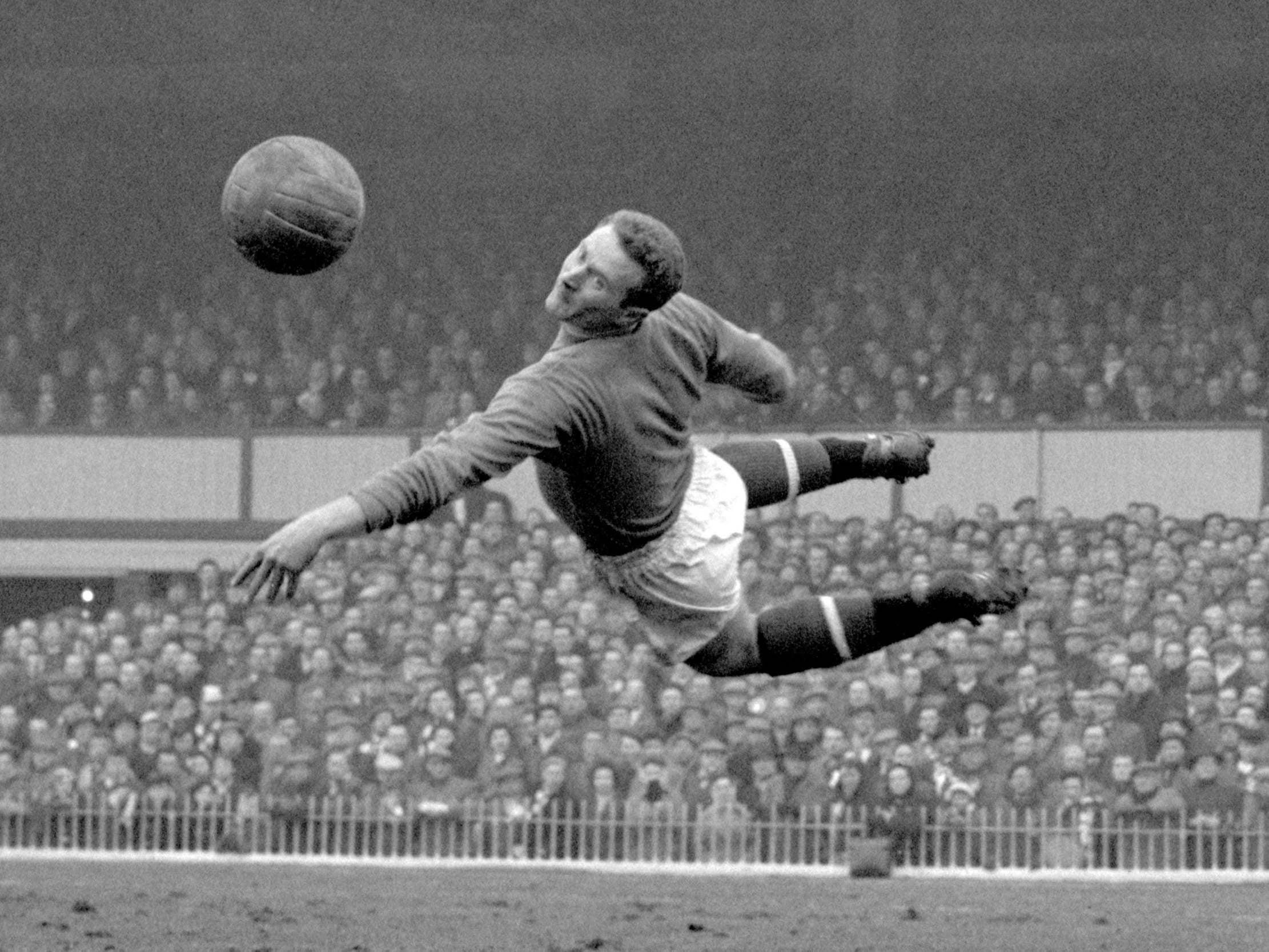 Former Manchester United goalkeeper Harry Gregg dies, aged 87