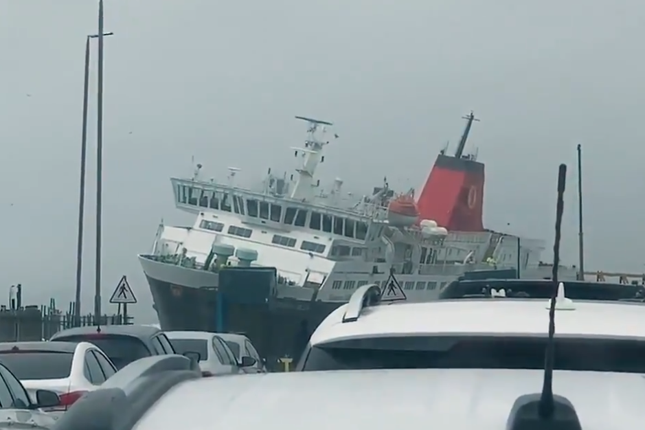 Ferry struggles to dock amid Storm Dennis in dramatic video