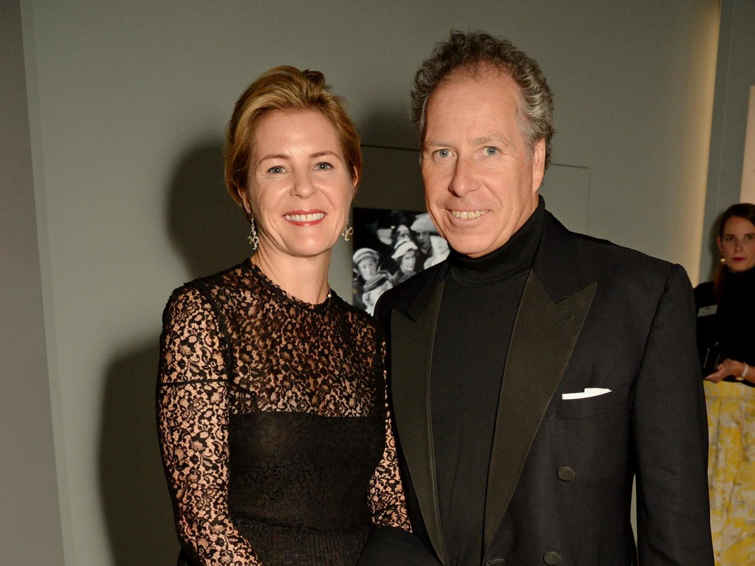 Queen's nephew the Earl of Snowdon and wife the Countess 'amicably agree' to divorce
