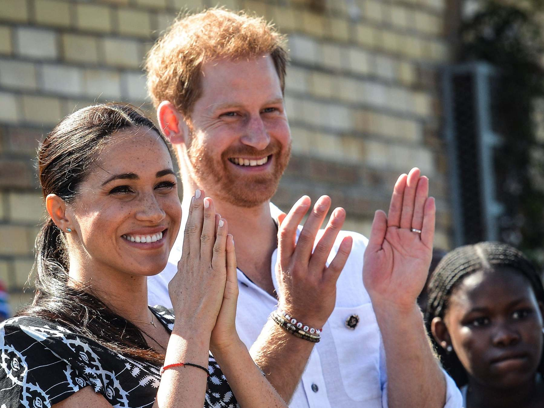 Harry and Meghan reveal date they will step down as senior royals
