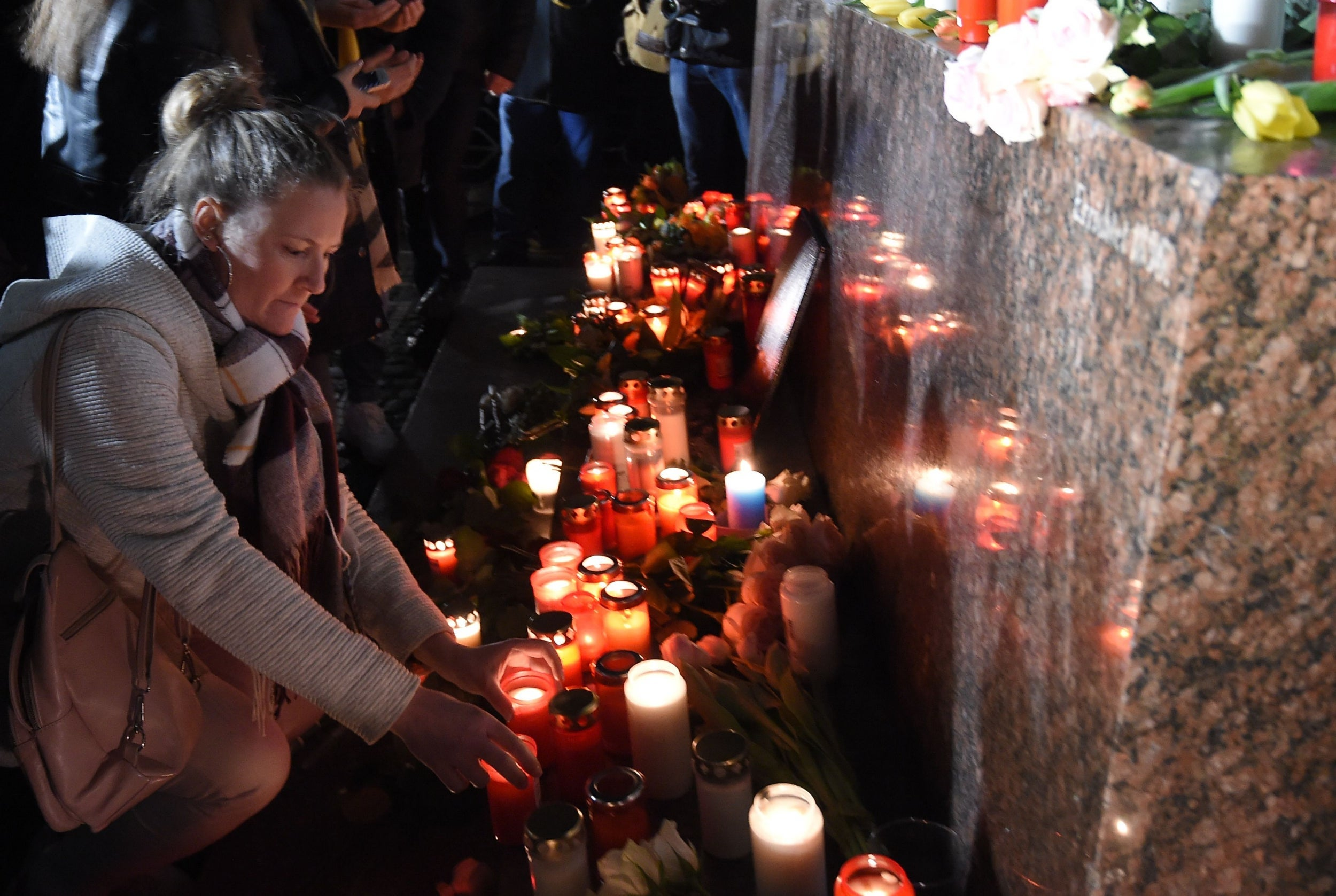 Germany mass shooting: Chants of 'Nazis out' as tens of thousands attend vigils for victims of far-right killer