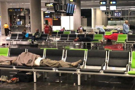 Tui passengers sleep at airport 'without blankets, food and water'