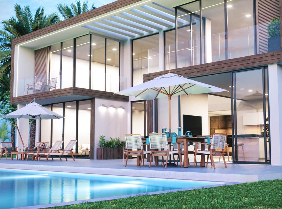 Job listing offers opportunity to get paid to review luxury homes (Stock)