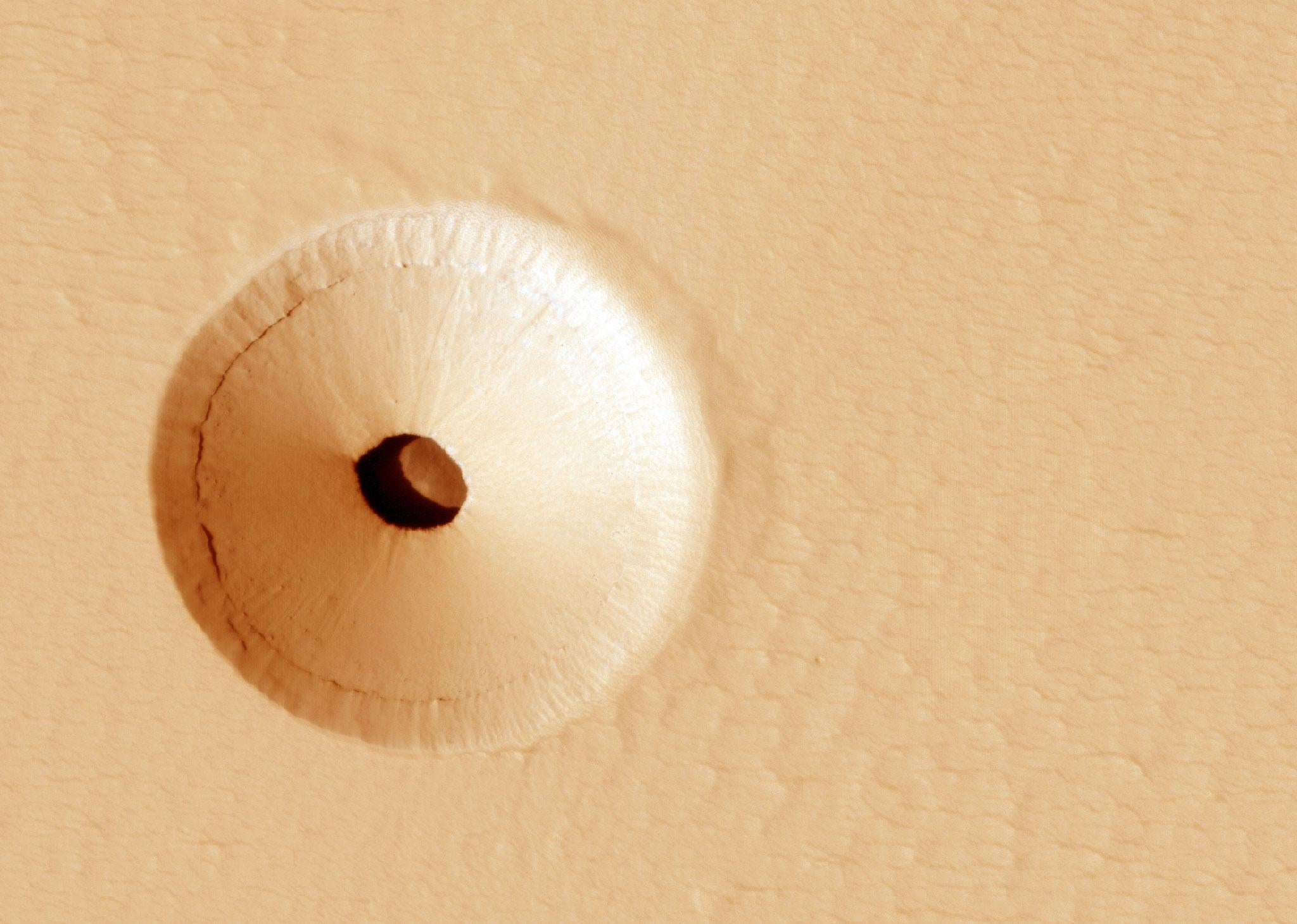 Nasa shares picture of unusual hole in Mars that could 'contain Martian life'