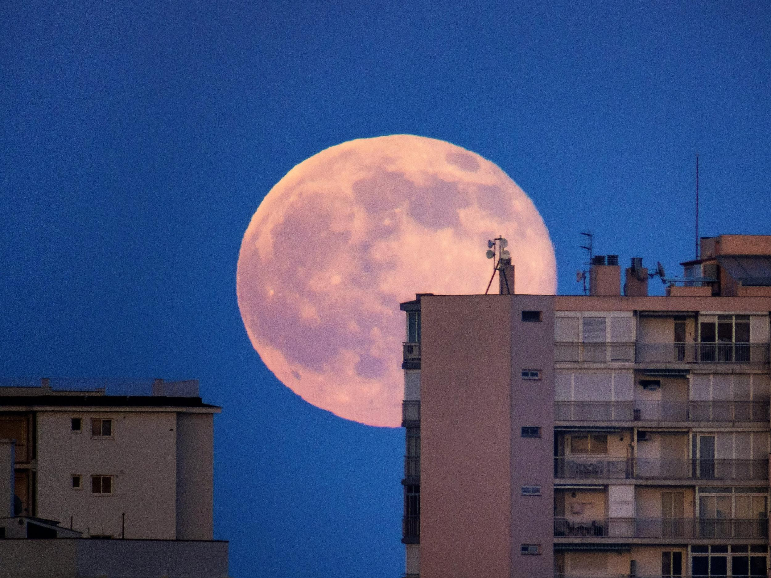 If you missed final evening's pink supermoon, there's one final likelihood tonight