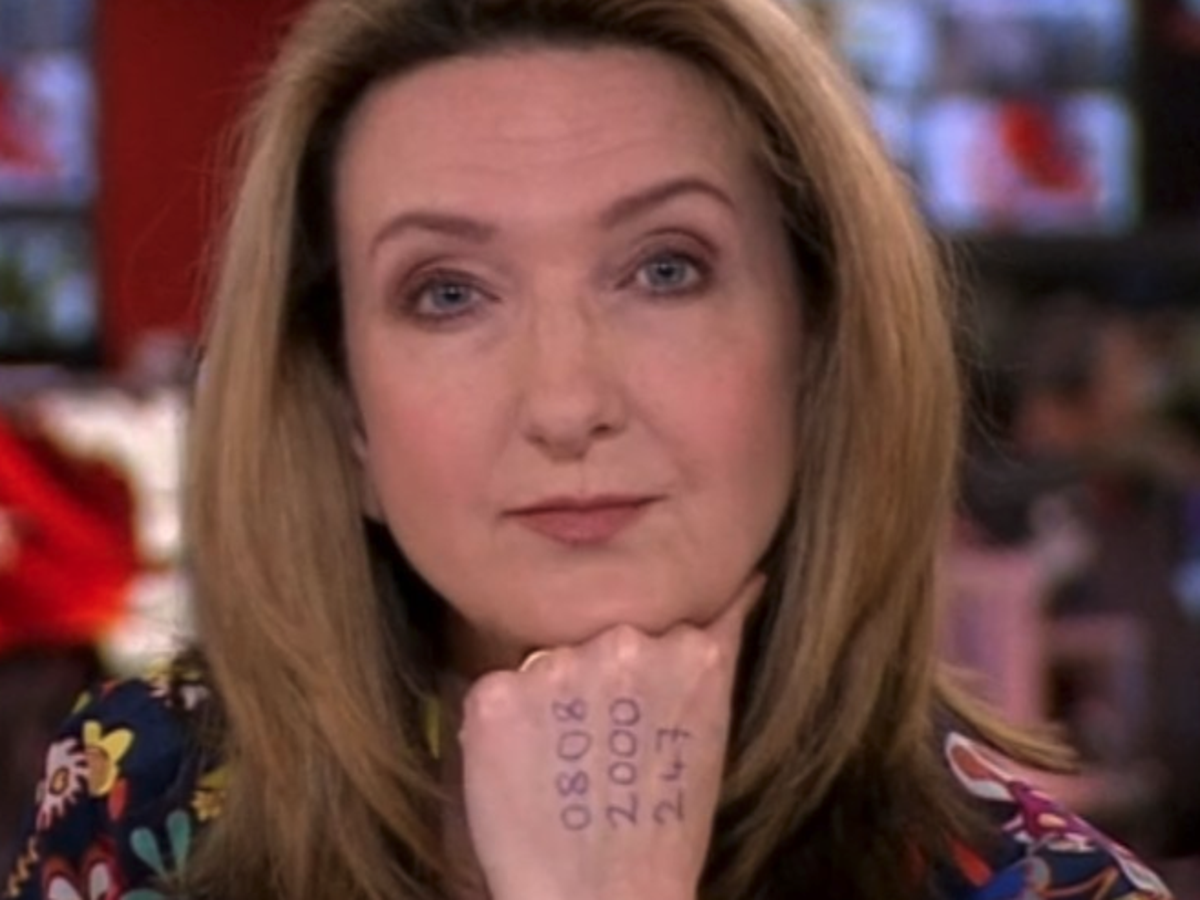 Victoria Derbyshire Hosts Bbc Show With Domestic Abuse Helpline Number Written On Hand The Independent The Independent