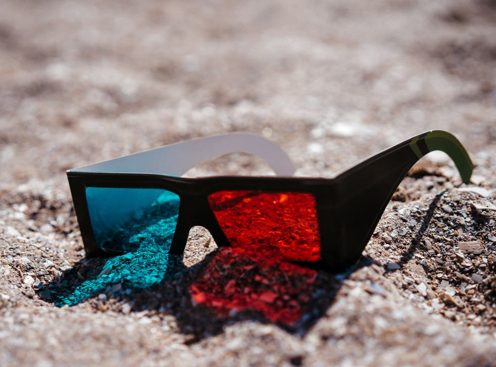 Nasa has found a strikingly simple way of allowing the Curiosity rover to be piloted from home - old school 3D glasses