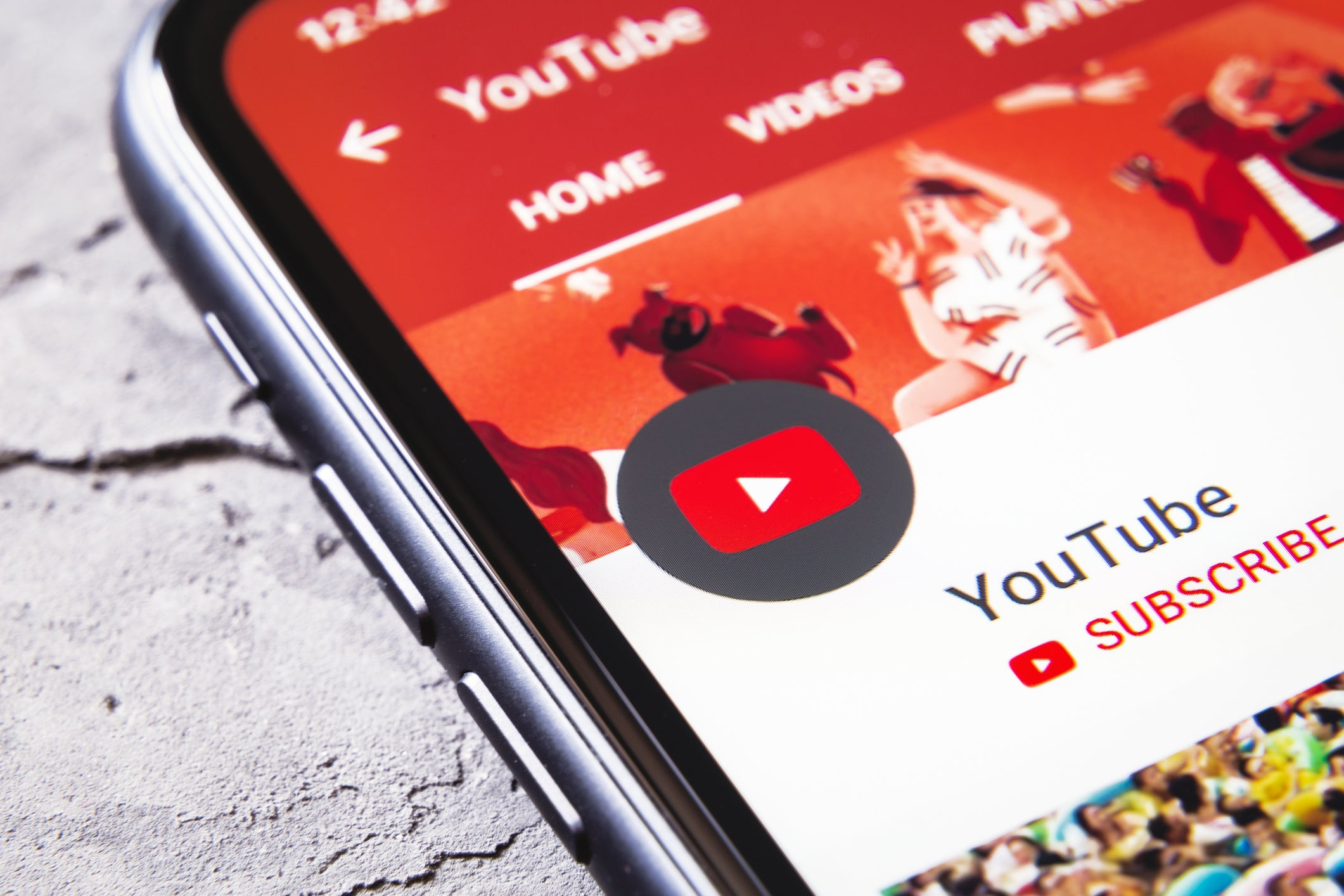 Image of article 'YouTube follows TikTok and lets users experiments with uploading 15-second clips'