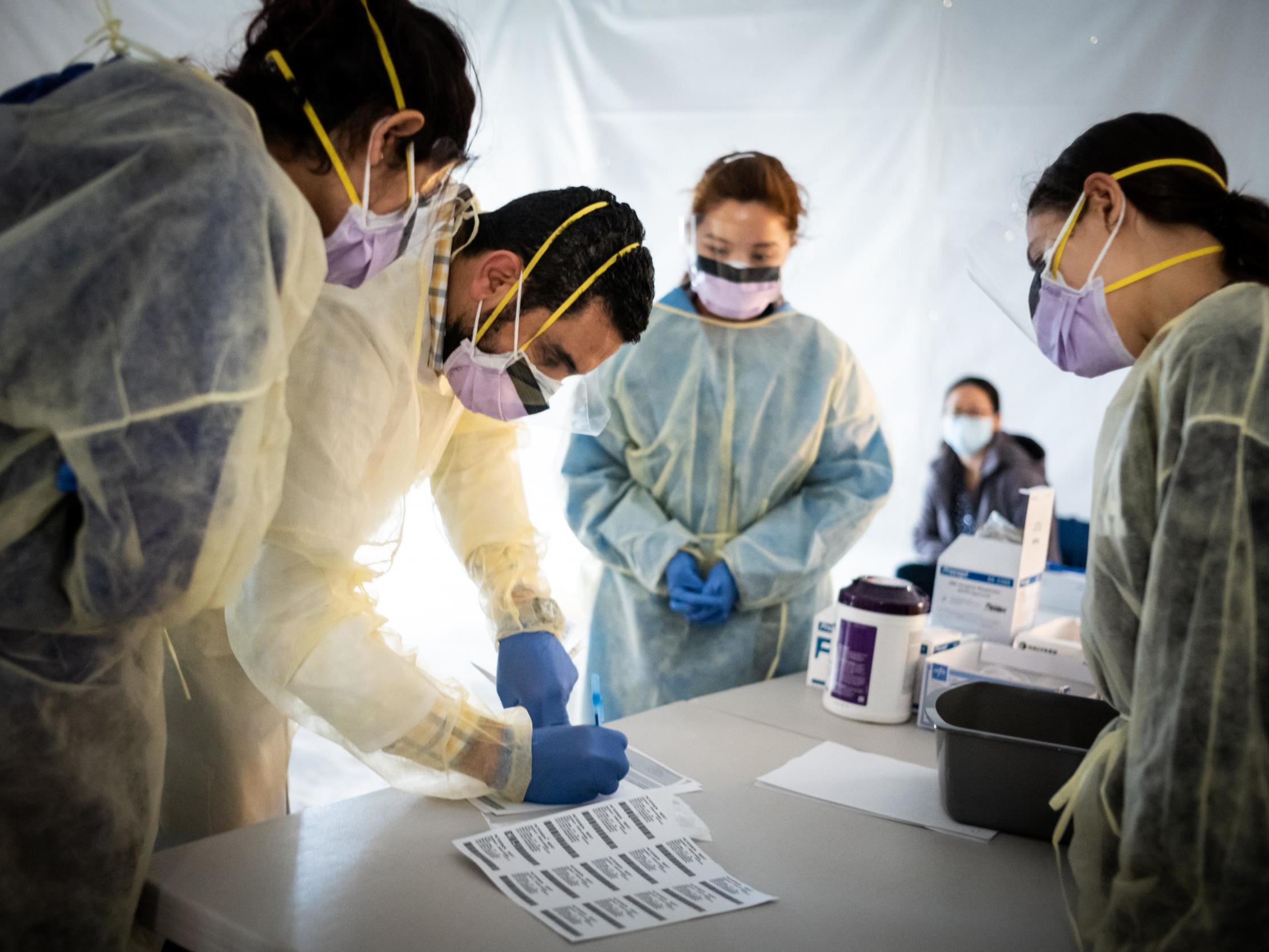 Coronavirus: New York ER doctor says city should begin easing lockdown measures photo