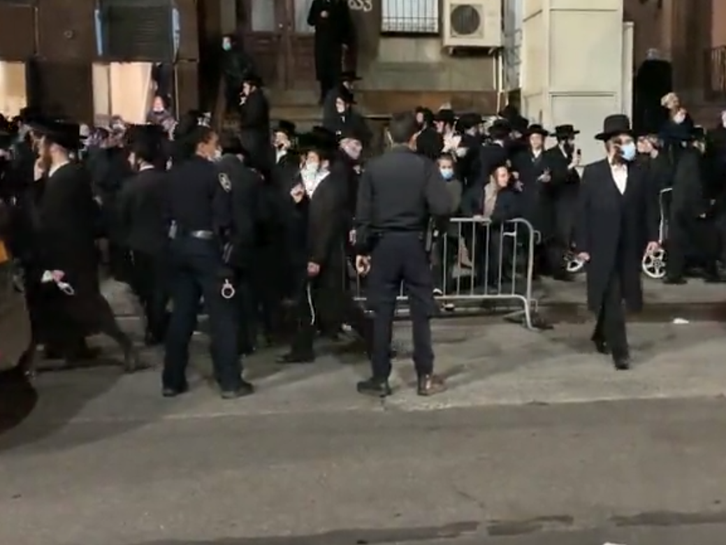 New York mayor tells police to arrest mourners at funerals and anyone gathering in large groups photo