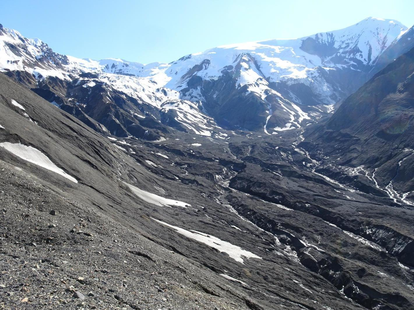 Sliding glaciers 'a new threat' as global warming melts ice photo