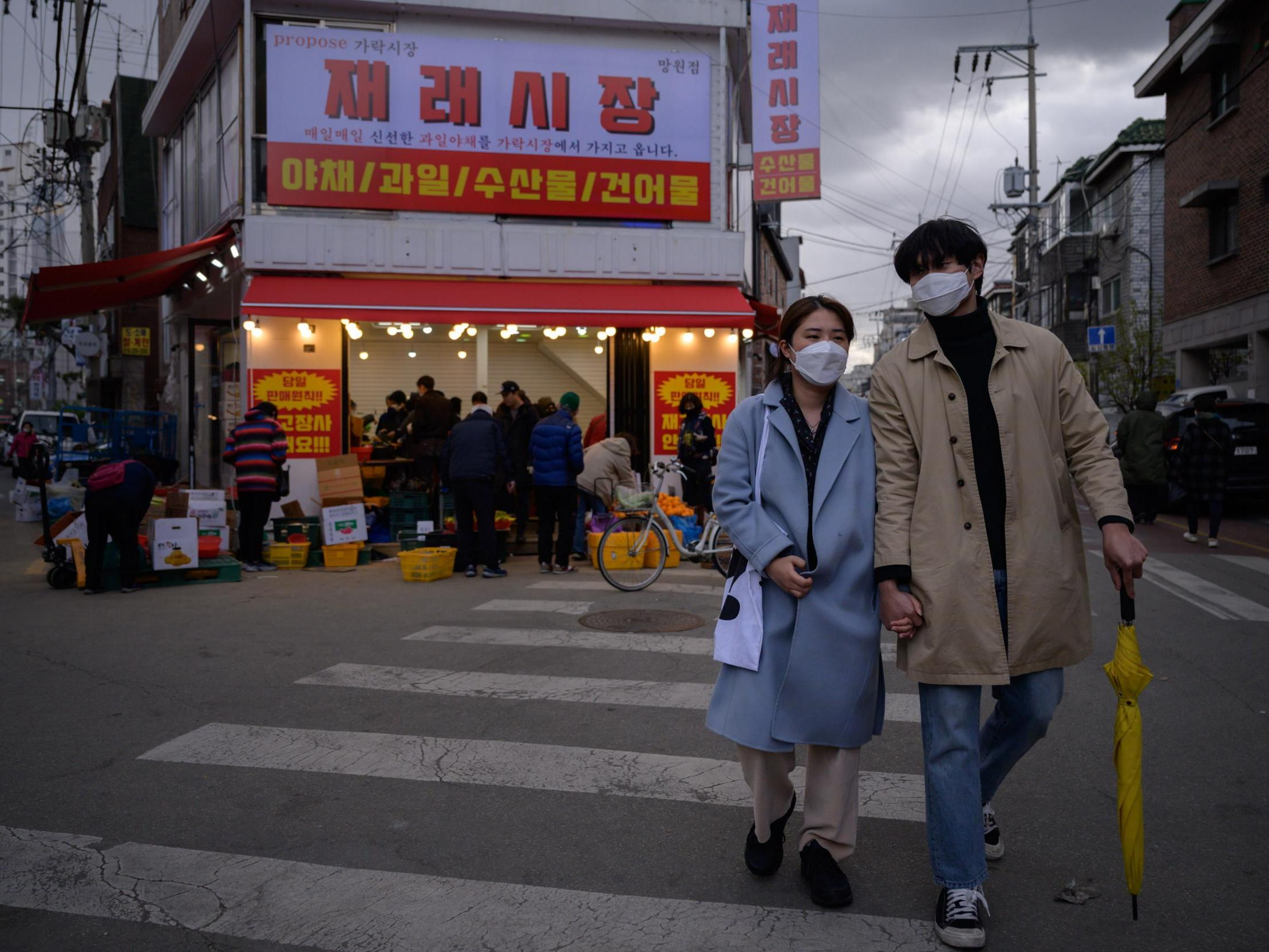 Coronavirus: South Korea milestone as authorities report no new domestic cases for first time since February photo