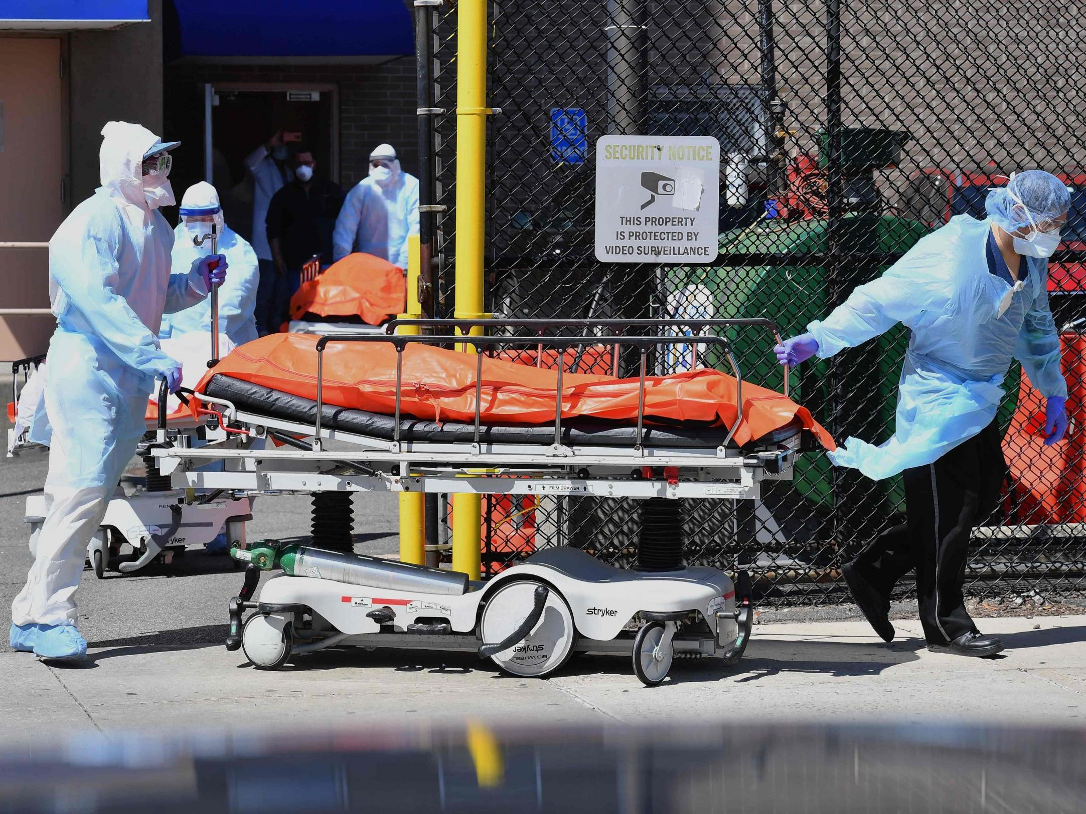 US government orders 100,000 more body bags for possible coronavirus victims  photo
