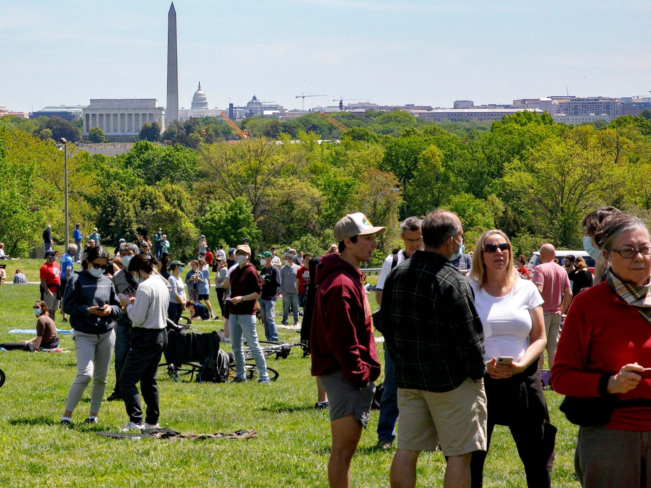 Large crowds gather to watch Thunderbirds salute frontline coronavirus responders thumbnail