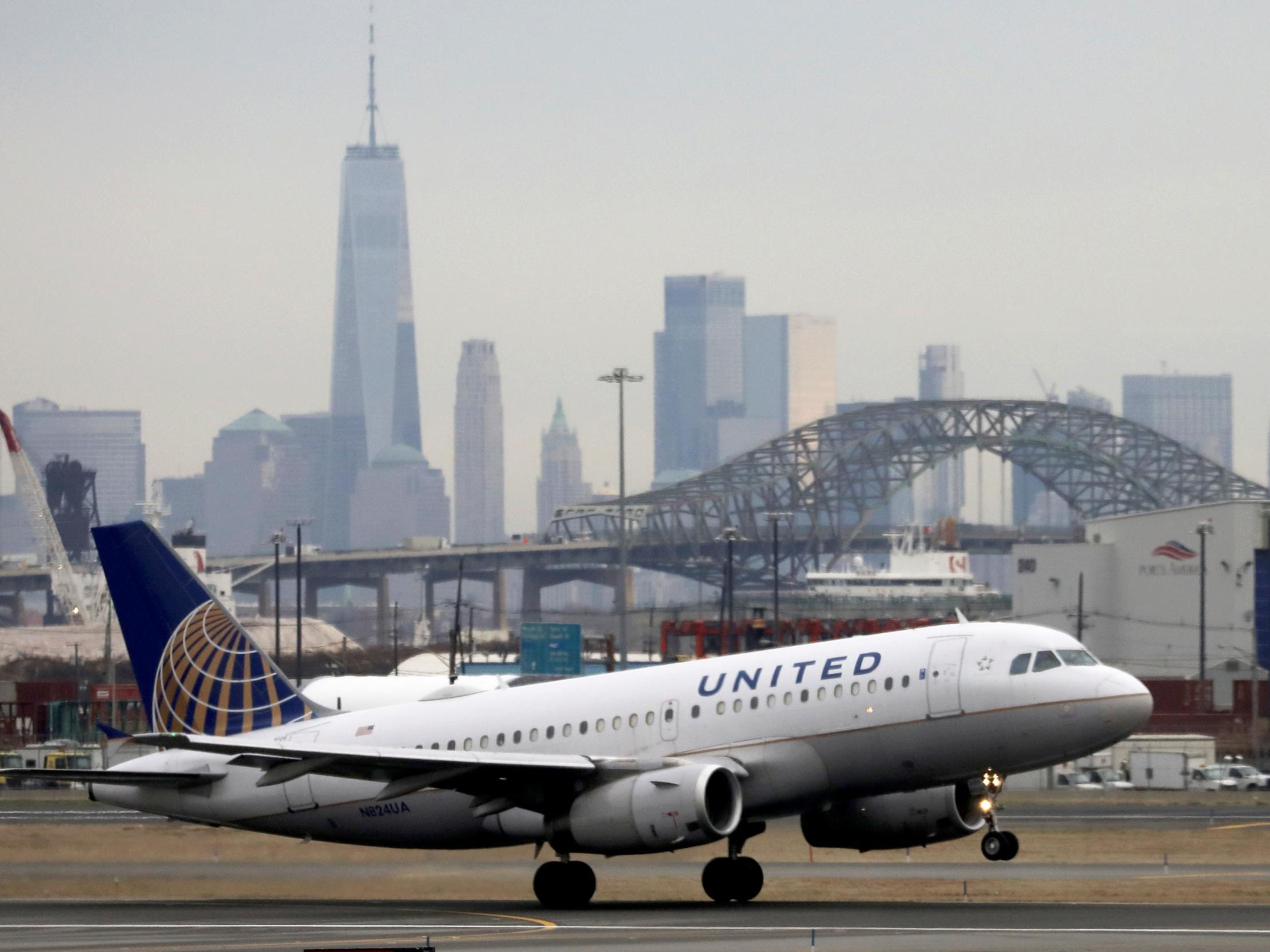 United Airlines Sending Layoff Notices To Nearly Half Of Us Employees The Independent The Independent